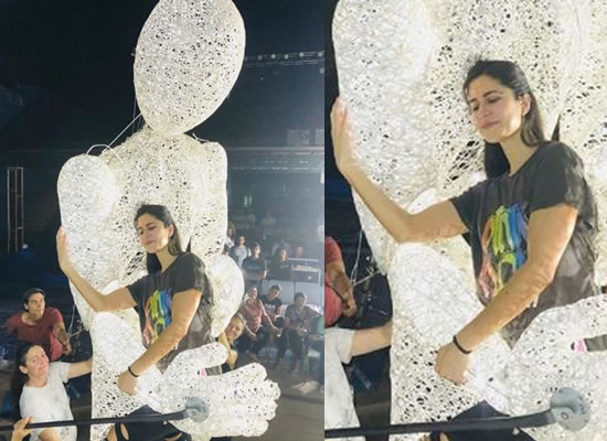Katrina's smiling moments with a special statue!