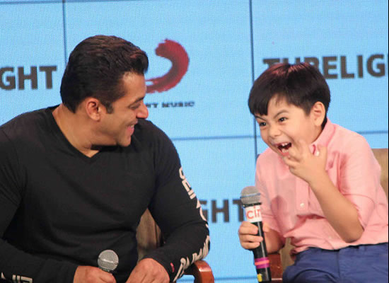 Child artist Matin Rey Tangu's good reply to a racist remark at an event!