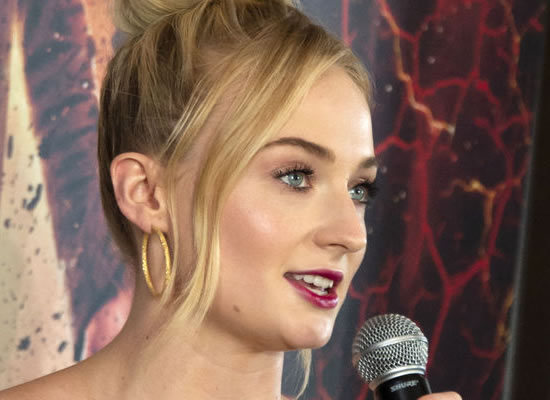 Sophie Turner to reveal studying mental health to essay her character Jean Grey!
