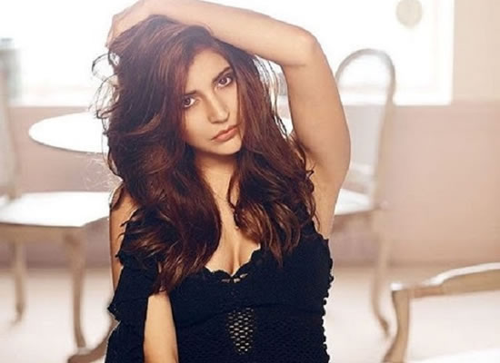I would love to be a part of a chick flick, says Anushka Sharma!